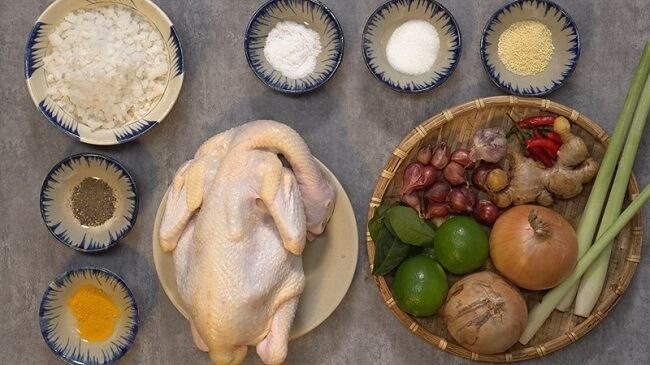 Chuẩn bị nguyên liệu chế biến món gà ủ muối