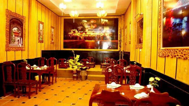 Nhà hàng Trăng Vĩ Dạ có không gian rất sang trọng.