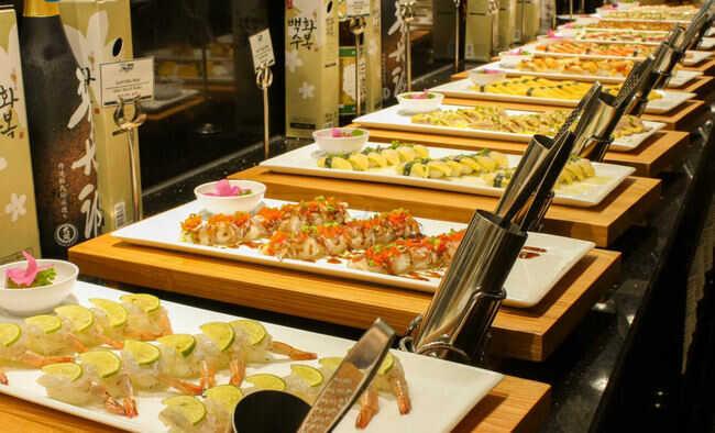 Sorae Sushi Sake & Lounge có Buffet dinner hấp dẫn.